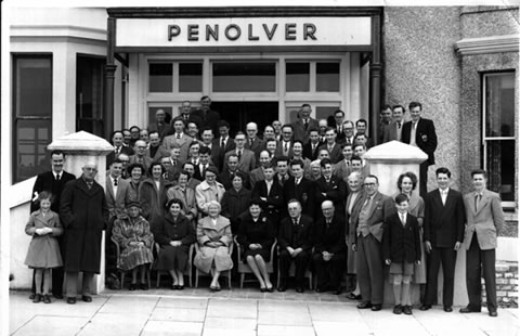 The full group of players and some wives at Newquay 1958